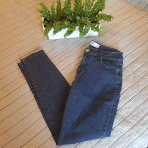 CAbi curvy skinny jeans size 8
